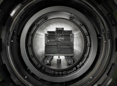 Graphite Materials I Brennofen mit Chargierplatten I © ANDY BRUNNER photography I Fürth / Nürnberg